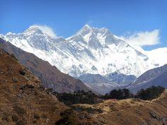 Mount Everest met op de voorgrond Nuptse en Lhotse