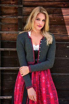 Lana Grossa SPENZERJÄCKCHEN MIT ROSENMUSTER Cool Wool - Das ist Trend - Modell 1 | FILATI.cc WebShop