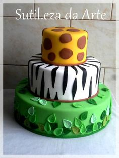 Qualquer tema, e tamanho...	 Facebook: Sutileza da Arte R$ 220,00 Jungle Theme Cakes, Safari Theme Birthday, Animal Birthday Cakes, Safari Cakes, Safari Birthday Party, Animal Cakes, Birthday Cake Girls, Bolo Fack, Safari Baby Shower Cake