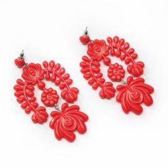 earring in Matyó style (it is a traditional Hungarian motif) Flower Earrings, Crochet Earrings, Red Garland, Mexican Fashion, Jewelry Trends, Jewelry Accessories, Chandelier Earrings, Beautiful Outfits, Beautiful Clothes