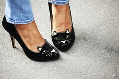 Kitten heels (yes, another cat shoes) Cat Shoes, Shoe Boots, Shoe Bag, Shoes Heels, Kitten Heels, Mein Style, Charlotte Olympia, Me Too Shoes, Ideias Fashion