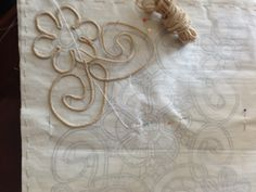 This Pin was discovered by Mla Romanian Lace, Burlap Table Runners, Point Lace, Embroidery, Fabric, Diy, Angles, Ideas, Treadmills