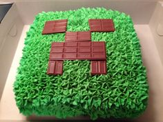 Minecraft cake...I'm pretty sure this is easy enough to make for Emily's birthday!