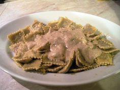 Receta de Raviolis con salsa de nueces de dificultad Fácil para 4 personas lista en 25 minutos.
