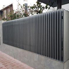 Fence Gate Design, Modern Fence Design, Front Gate Design, House Gate Design, Metal Deck Railing, Compound Wall Design, Sliding Door Design, Boundary Walls, Outdoor Stairs