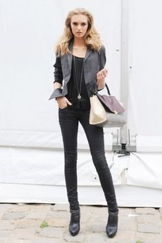 Street style of models, celebrities and more. Little Fashion, Work Fashion, Fashion Looks, Fashion Ideas, Edgy Outfits, Pretty Outfits, Cute Outfits, Work Outfits, Black Outfits