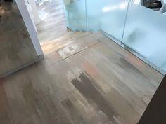 Können Sie erahnen wo sich dieser gestrichene Bodenbelag befindet? Durch die ungleiche Auftragung ist er auf jeden Fall ein wahrer Eye-Catcher. I Paddy Artist Interiors . . . . #floor #colorful #elegant #art #newlook #amazing #interior #constructiongoals #instagood #details #designgoals #newdesign #exclusivedesign #new #design #interiorgoals #artist #loveit #perfect #amazing #ilovemyjob #ideas #interior4all #consulting #instalike #unique #modern #exclusive #elegant #paddyartistinteriors Hardwood Floors, Flooring, Tile Floor, Elegant, Modern, Crafts, Design, Floor Covering, Wood Floor Tiles