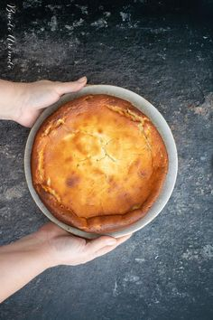 Pască fără aluat cu brânză de vaci, smântână și stafide Cornbread, Pie, Ethnic Recipes, Desserts, Food, Kitchens, Millet Bread, Torte, Tailgate Desserts