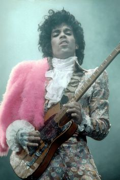 A Look Back at Prince's Incomparable Style - Prince-Wmag