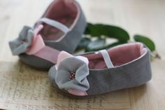 Taylor baby shoe grey and pink by sugarplumbtree on Etsy Aubrey De Grey, Everything Baby, Sewing Accessories, Cute Shoes, Pretty Girls, Baby Kids, Baby Shoes, Stuff To Buy, Kid Stuff