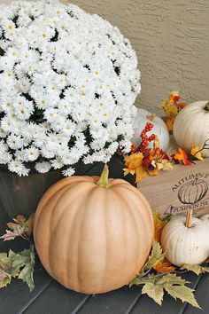Beautiful Beautiful fall porch decorating ideas using natural elements Love all of the pumpkins