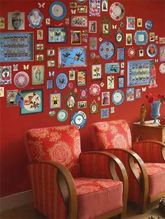 Our Memories wallpower is a real eye-catcher in any given room. We've taken a red base and added a collage of picture frames and other memories. Measurements: 279 x 280 cm The print consists of 6 strips. strip is x 280 cm) Please note: colour Pip Studio, Washable Wallpaper, Plaid Quilt, Metal Vase, Red Wallpaper, Ball Jars, Stationery Paper, Jar Storage, Designer Wallpaper