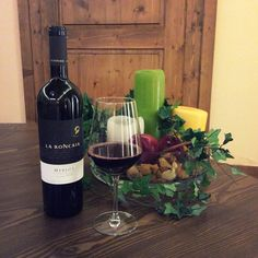 #Autumn makes us #rediscover the #pleasure to stay at #home, #sipping a #glass of #good #wine. #LaRoncaia #Merlot #fall #fallseason #winetime #wineoclock #winelover #redwine #taste #relax #enjoy #wellness #homesweethome #indoor #happymoments #lifeisgood