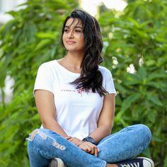 Actress Priya Bhavani Shankar Cute Photoshoot Stills Indian Actress Photos, Indian Bollywood Actress, South Indian Actress, Beautiful Indian Actress, Indian Actresses, Tamil Actress, Priya Bhavani Shankar, Indian Photoshoot, Photoshoot Images