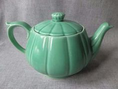 George Georgette Petalware Teapot in Green by WildCrockophile Chocolate Pots, Chocolate Coffee, Cheese Dome, Pottery Teapots, Vintage Tableware, Vintage Dishes, Tea Art, Tea Cakes, Tea Time