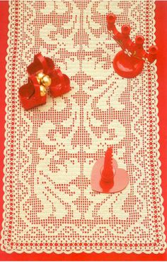 This Filet Crochet is called 'Morning Runner' and has a free pattern and chart…..