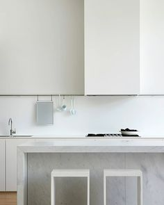 """estliving.com on Instagram: """"SPECIAL FEATURE Pitch Perfect . @studiofour.net.au co-director Sarah Henry says the value of this renovation lies in their ability to…"""" Bathroom Medicine Cabinet, Lighted Bathroom Mirror, Kitchen Cooker, Redecorating, Kitchen Cooker Hood, Home Decor, Kitchen, Kitchen Redecorating, Renovations"""