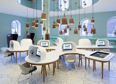 What a cool computer lab design . ahum, where are the ergonomic workplaces? Library Design, Cafe Design, Design Lab, Computer Lab Design, Computer Lab Decor, Best Interior, Interior Design, Boutique Deco, Bureau Design
