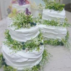 クレイケーキに アートフラワーをアレンジした  ガーデンウェディングにもぴったりな ケーキ型リングピロー ・クレイデザイナーMISA