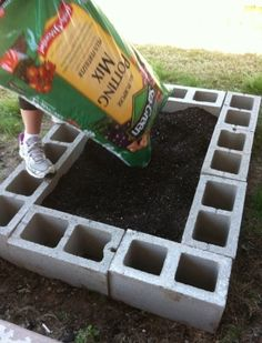 Super easy raised bed garden design. And you can put little flowers in the cinder block holes as a cute, colorful border :) | homedecoriez.c...