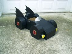 """Cardboard Batmobile I loved being a dad and I love being a """"papa"""" as well. Three of my four grandkids live a day's drive away so whenever I get a chance I try to do something special for them. This was a cardboard Bat… Cardboard Car, Cardboard Crafts, Cardboard Playhouse, Cardboard Furniture, Batman Auto, Diy Karton, Batman Halloween, Festa Pj Masks, Trunk Or Treat"""