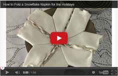 Decorare la tavola a Natale: fiocco di neve con tovagliolo