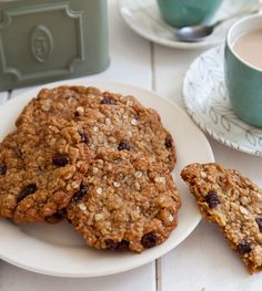 I like my #AnzacBiscuits with almonds and raisins but you can leave them out or use chocolate chips instead. Here's the recipe http://www.annabel-langbein.com/recipes/anzac-biscuits-with-almonds-and-raisins/390/