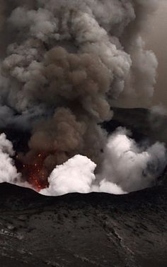The Monster - Crater Eyjafjallajökull Natural Phenomena, Natural Disasters, Mother Earth, Mother Nature, Earth Photos, Lava Flow, Divine Mother, Wild Nature, Iceland Travel