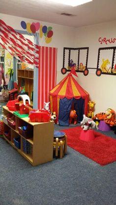 Circus classroom Stuffed Animals in reading corner Circus Theme Classroom, Classroom Decor Themes, New Classroom, Classroom Setting, Classroom Design, Preschool Circus Theme, Circus Activities, Circus Crafts, Preschool Rooms
