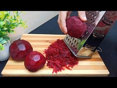 Betteraves Râpées‼️ Recette facile le goût est plus que merveilleux 👌🔝 Grated Beets Recipe - YouTube Best Vegetable Recipes, Vegetarian Recipes, Cooking Recipes, Healthy Recipes, A Food, Food And Drink, Beetroot Recipes, Appetizer Salads, Veggie Side Dishes