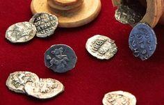 Arqueólogos rusos encuentran monedas del siglo XVI escondidas en un alfil de ajedrez
