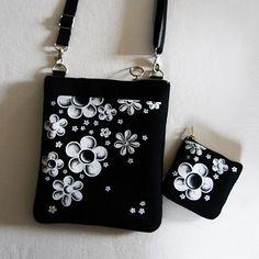 malá crossbody s kapsou-kytičky Shoulder Bag, Fashion, Suitcase, Moda, Fashion Styles, Shoulder Bags, Fashion Illustrations