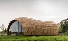 Inspired by the architect bees, engineering members from ICD Stuttgart University create a honeycomb with peanut shape. This is Landesgartenschau Exhibition Hall, a mixture of mathematics algorithms and robotics for #WoodLovers woodlover woodlovers