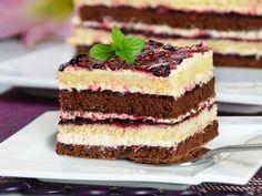 Layered Cake with Blackcurrants Vanilla Cake, Tiramisu, Ale, Cake Recipes, Recipies, Cheesecake, Good Food, Food And Drink, Sweets