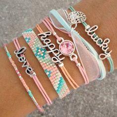 Feel Good Bedroefd te gaan we - Love, Happy, Lucky - Cute Jewelry, Jewelry Crafts, Beaded Jewelry, Jewelry Accessories, Handmade Jewelry, Cute Bracelets, Jewelry Bracelets, Layered Bracelets, Necklaces