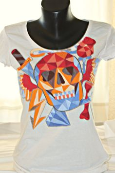 Hand painted cotton jersey short-sleeved colorfull Skull t shirt. One-of-a-kind unique gift, fully customizable. White Shirts Women, T Shirts For Women, H&m Brand, Colorful Skulls, Skull Shirts, Night Out Outfit, Geometric Art, Rock Style, Tee Design