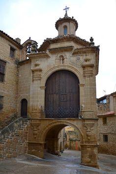 Portal y capilla de N.Sra. del Pilar en Calaceite #Teruel #Matarraña