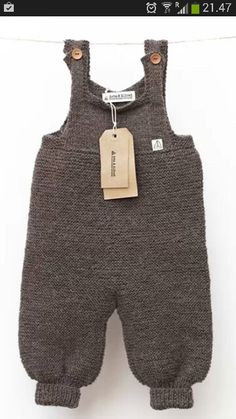 Love these baby knitted dungarees!Pin by Toni Ramos on Baby knitsThis Pin was discovered by Nes Knitting For Kids, Baby Knitting Patterns, Baby Patterns, Baby Overalls, Baby Pants, Baby Boy Fashion, Kids Fashion, Knitted Baby Clothes, Culottes