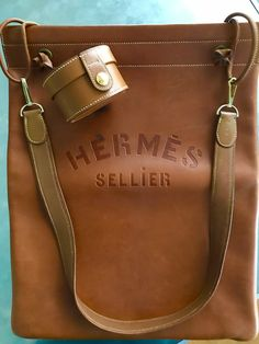 Find tips and tricks, amazing ideas for Hermes handbags. Discover and try out new things about Hermes handbags site Hermes Bags, Hermes Handbags, Burberry Handbags, Hermes Birkin, Purses And Handbags, Designer Handbags, Designer Shoes, Sacs Design, Balenciaga Handbags
