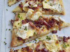 pâte feuilletée, camembert, lardons, oignon, pomme de terre, moutarde à l'ancienne, persil