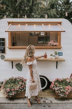 Cafe Shop Design, Cafe Interior Design, Foodtrucks Ideas, Coffee Food Truck, Mobile Coffee Shop, Coffee Trailer, Caravan Bar, Mobile Cafe, Coffee Van