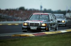 The 190E 2.5-16 Evo 2 won 16 of 24 races in the 1992 season and took the first three places in the drivers' standings