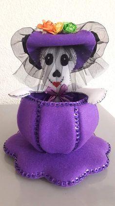 Moldes Halloween, Adornos Halloween, Halloween Crafts, Dyi Crafts, Fall Crafts, Imprimibles Halloween, Felt Wreath, Halloween Skeletons, Flower Crafts