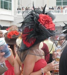 If you're going to the Kentucky Derby, you'll want to make sure you're familiar with Kentucky Derby fashion. Men at the Kentucky Derby generally wear suits--any color goes at the Derby. Women pair simple dresses in spring colors with their Derby hats. Kentucky Derby Fashion, Kentucky Derby Hats, Derby Attire, Derby Outfits, Fancy Hats, Big Hats, Women's Hats, Ascot Hats, Crazy Hats