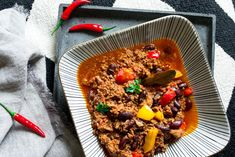 Chili con Carne nach argentinischer Art Grill Pan, Grilling, Soup, Art, Chili Con Carne, Goulash, One Pot, Easy Meals, Griddle Pan
