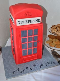 London telephone box By Cakemummy on CakeCentral.com