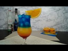 Żar Tropików - przepis na drink | 2DRINK.PL Curacao Drink, Blue Curacao, Liquor Drinks, Alcoholic Drinks, Cocktails, Tipsy Bartender, Banana Milkshake, American Food, Hurricane Glass