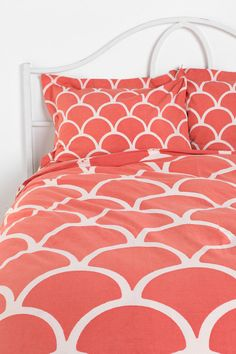 Coral Scalloped Bedding   Urban Outfitters