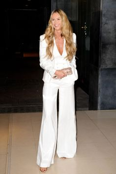 Elle Macpherson in white suit; effortless elegance..... this picture is very interesting since she does a strong padded shoulder look, from which the inverted triangle shape or anyone with broad shoulders might shy away... but why it works? because of the deep v neck and wide leg pants, to balance the proportions !