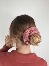 Chouchou laine rouge - Laurie – Scrunchie is back Scrunchies, Fashion, Wool, Red, Hair, Moda, La Mode, Fasion, Fashion Models